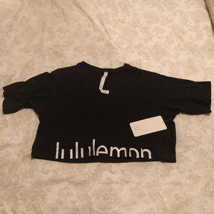 Lululemon cropped black tee NWT 6